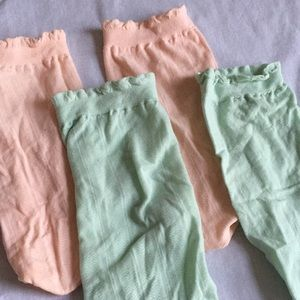 Dainty ruffle dress socks UO